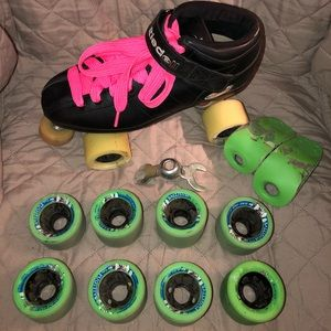 Riedell Black Roller Derby Skates and Extra Wheels